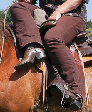A close up look of the correct leg position?—?the left leg should rest lightly in the left stirrup and the rider should be able to fit a hand between your left thigh and the leaping head.