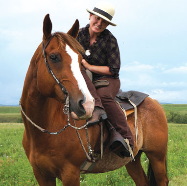 Lee McLean has been riding sidesaddle for over forty years.  Her Quarter Horse, Cody, a retired community pasture horse, just recently made the switch.
